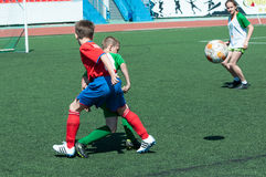 Orenburg, Rosja - 31 2015 Maj: Chłopiec sztuki futbol Fotografia Stock