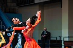 Orenburg, Rosja - 24 2015 Maj: Dziewczyny i chłopiec taniec Fotografia Stock