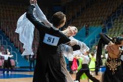 Orenburg, Rosja - 24 2015 Maj: Dziewczyny i chłopiec taniec Obraz Royalty Free