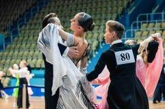 Orenburg, Rosja - 24 2015 Maj: Dziewczyny i chłopiec taniec Zdjęcie Stock