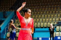 Orenburg, Rosja - 24 2015 Maj: Dziewczyny i chłopiec taniec Zdjęcia Stock