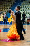 Orenburg, Rosja - 24 2015 Maj: Dziewczyny i chłopiec taniec Zdjęcie Royalty Free