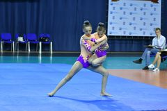 Orenburg, Rosja, 26-27 Maja 2017 rok: dziewczyna współzawodniczy w sport akrobacjach Fotografia Stock