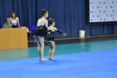 Orenburg, Rosja, 26-27 Maja 2017 rok: dziewczyna współzawodniczy w sport akrobacjach Zdjęcie Stock