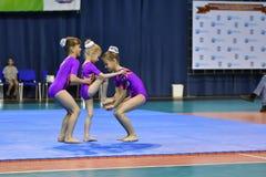 Orenburg, Rosja, 26-27 Maja 2017 rok: dziewczyna współzawodniczy w sport akrobacjach Obraz Stock