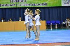 Orenburg, Rosja, 26-27 Maja 2017 rok: dziewczyna współzawodniczy w sport akrobacjach Zdjęcia Royalty Free