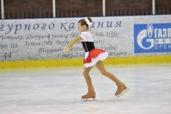 Orenburg Rosja, Marzec, - 25, 2017 rok: Dziewczyny współzawodniczą w łyżwiarstwie figurowe Obrazy Stock