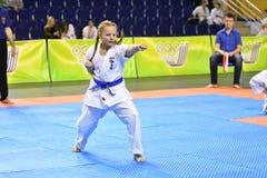 Orenburg Rosja, Marzec, - 5, 2017 rok: Dziewczyny współzawodniczą w karate Zdjęcie Stock