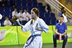 Orenburg Rosja, Marzec, - 5, 2017 rok: Dziewczyny współzawodniczą w karate Fotografia Royalty Free