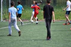 Orenburg Rosja, rok, - Czerwa 28, 2017: chłopiec sztuki futbol Zdjęcia Stock