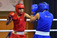 Orenburg Rosja, rok, - Stycznia 21, 2017: Chłopiec boksery współzawodniczą Zdjęcie Royalty Free