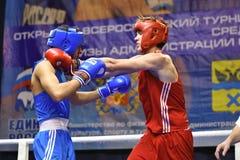 Orenburg Rosja, rok, - Stycznia 21, 2017: Chłopiec boksery współzawodniczą Zdjęcia Royalty Free