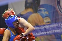 Orenburg Rosja, rok, - Stycznia 21, 2017: Chłopiec boksery współzawodniczą Obraz Royalty Free