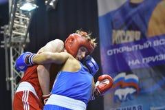 Orenburg Rosja, rok, - Stycznia 21, 2017: Chłopiec boksery współzawodniczą Zdjęcia Stock