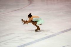 Orenburg Rosja 26 03 2016: Rywalizacj dziewczyn postaci łyżwiarka Zdjęcia Stock