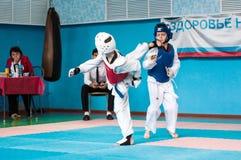 Orenburg, Rosja - 23 04 2016: Taekwondo rywalizacje wśród chłopiec Zdjęcie Stock