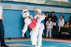 Orenburg, Rosja - 23 04 2016: Taekwondo rywalizacje wśród chłopiec Obraz Stock