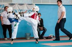Orenburg, Rosja - 23 04 2016: Taekwondo współzawodniczy dziewczyny Fotografia Royalty Free