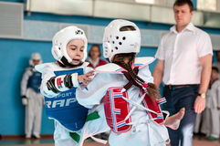Orenburg, Rosja - 23 04 2016: Taekwondo współzawodniczy dziewczyny Obrazy Stock