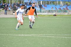 Orenburg, Rusia ï ¿½ año del 6 de junio de 2017: Fútbol del juego de los muchachos Foto de archivo libre de regalías