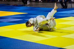 Orenburg, Rusia - 16 de abril de 2016: Las muchachas compiten en judo Imagenes de archivo
