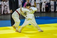 Orenburg, Rusia - 16 de abril de 2016: Las muchachas compiten en judo Imagen de archivo libre de regalías
