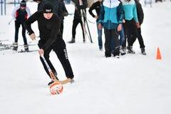 Orenburg, Rusia - 26 de enero de 2017 año: Juego de los estudiantes en los juegos del invierno Fotografía de archivo libre de regalías