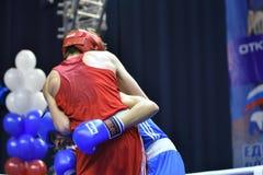 Orenburg, Rusia - 21 de enero de 2017 año: Los boxeadores de los muchachos compiten Imágenes de archivo libres de regalías