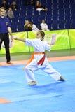Orenburg, Rusia - 5 de marzo de 2017 año: Las muchachas compiten en karate Fotografía de archivo libre de regalías