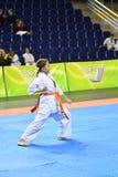 Orenburg, Rusia - 5 de marzo de 2017 año: Las muchachas compiten en karate Foto de archivo