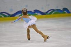 Orenburg, Rusia - 31 de marzo de 2018 año: Las muchachas compiten en patinaje artístico Imágenes de archivo libres de regalías