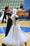 Orenburg, Rusia - 12 de noviembre de 2016: Baile de la muchacha y del muchacho Foto de archivo libre de regalías