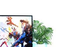 Orenburg, Rusia, febrero de 2019 n fortnite del juego de ordenador en auriculares y con una palanca de mando, videoconsola, Son foto de archivo