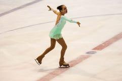 Orenburg Rusia 26 03 2016: Figura patinador de las muchachas de las competencias Imágenes de archivo libres de regalías