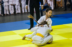 Orenburg, Rusland - 16 April 2016: De meisjes concurreren in Judo Stock Fotografie