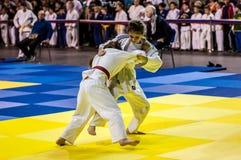 Orenburg, Rusland - 16 April 2016: De meisjes concurreren in Judo Royalty-vrije Stock Afbeeldingen