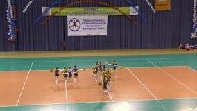Orenburg, Rusland - April 17, het jaar van 2016: Open cheerleading Kampioenschap Orenburg oblast stock video