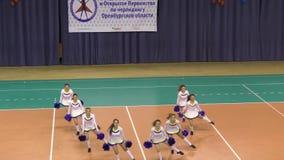 Orenburg, Rusland - April 17, het jaar van 2016: Open cheerleading Kampioenschap Orenburg oblast stock videobeelden