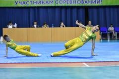 Orenburg, Rusland, 26-27 de jaar van Mei 2017: de jongens concurreren in sportenacrobatiek Stock Afbeelding