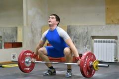 Orenburg, Rusland - 15 - 17 Dezember 2017 Jahr: De mensen concurreren in gewichtheffen Royalty-vrije Stock Fotografie