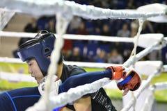 Orenburg, Rusland - Februari 18, het jaar van 2017: De vechters concurreren in gemengde vechtsporten Stock Foto
