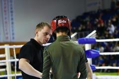 Orenburg, Rusland - Februari 18, het jaar van 2017: De vechters concurreren in gemengde vechtsporten Stock Foto's