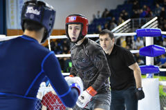 Orenburg, Rusland - Februari 18, het jaar van 2017: De vechters concurreren in gemengde vechtsporten Royalty-vrije Stock Foto's