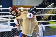 Orenburg, Rusland - Februari 18, het jaar van 2017: De vechters concurreren in gemengde vechtsporten Royalty-vrije Stock Afbeeldingen