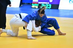 Orenburg, Rusland - 12-13 het jaar 2018 van Mei: De meisjes concurreren in Judo Stock Foto