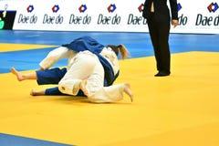 Orenburg, Rusland - 12-13 het jaar 2018 van Mei: De meisjes concurreren in Judo Royalty-vrije Stock Foto