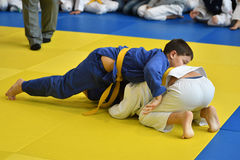 Orenburg, Rusland - 05 November 2016: De jongens concurreren in Judo Royalty-vrije Stock Afbeeldingen