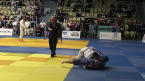 Orenburg, Rusland - 21 Oktober 2016: De jongens concurreren in Judo bij de alle-Russische Judotoernooien onder jongens en meisjes stock videobeelden