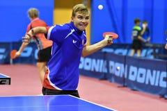 Orenburg, Rusland - September 15, het jaar van 2017: Jongens die pingpong spelen Stock Fotografie
