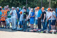 Orenburg, Russia - 20 agosto 2016: Gli sport del modello dell'automobile dei dilettanti fanno concorrenza sulla pista fuori strad Fotografia Stock Libera da Diritti